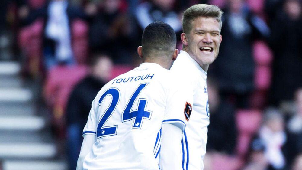 Andreas Cornelius (th) skal beslutte sin fremtid i næste uge, fastslår FCK-manager Ståle Solbakken.