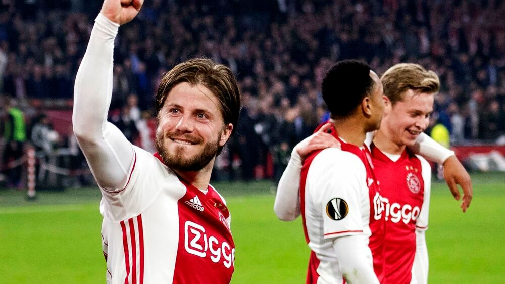 PLUS-historie. Kasper Dolberg scorede på straffespark, da Ajax sendte FC København ud af Europa League. Angriberen ærgrer sig dog over, at han ikke blev noteret for flere mål. (se Ritzau historie 170600) Ajax Amsterdam's Lasse Schone (L) celebrates with teammates at the end of the UEFA Europa League match in Amsterdam on March 16, 2017. / AFP PHOTO / ANP / Olaf KRAAK / Netherlands OUT