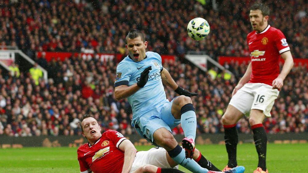 Sergio Agüero (blå trøje) kunne ikke tænke sig at hyre en eneste af de nuværende Manchester United-spillere, hvis han kunne.