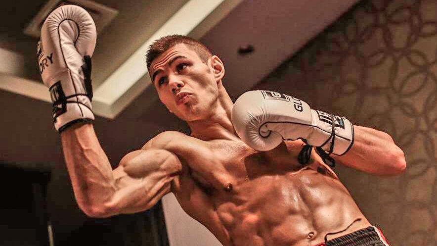 Den danske kickbokser Niclas Larsen går lørdag i ringen til sit livs kamp i København efter at have været døden nær for to år siden.