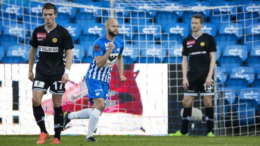 Robin Söder (blå bukser) skifter efter denne sæson fra Esbjerg til Lokeren.