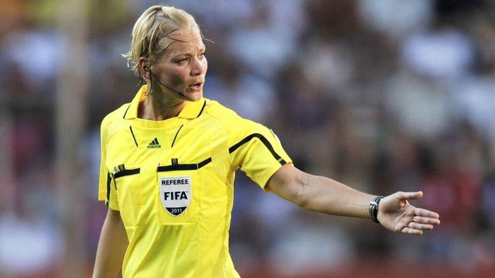 Bibiana Steinhaus (bill.) kan snart debutere i Bundesligaen. En dansk dommer - som nu er leder for DBUs uddannelsesgruppe for kvindelige dommere - var udsat for en grim oplevelse, da hun dømte en kamo i Sjællandsserien for herrer for otte år siden.