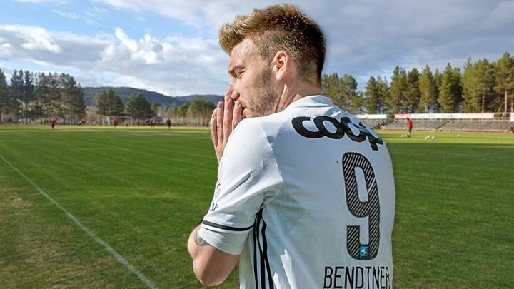Nicklas Bendtner har været på nogle af de største stadions i verden, og i den forbindelse skulle vi hilse og sige, at der er rigtig langt fra Emirates til Nytrømoen Idrettsplass (billedet)