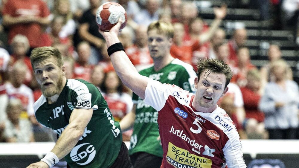 Aalborg Håndbold - Skjern Håndbold, finale, 888Ligaen , Jutlander Bank Arena, Aalborg, 25.maj : Aalborg Håndbolds Sander Sagosen mod Skjerns René Rasmussen (foto: Henning Bagger / Scanpix 2017)