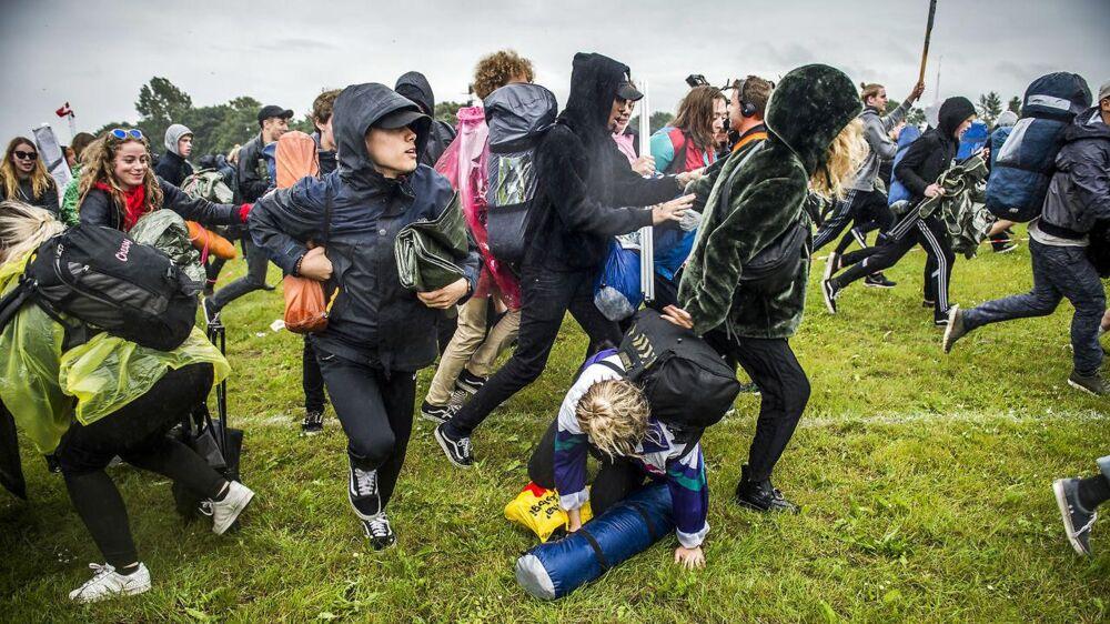 På billedet: Campingpladsen åbner og folk stormer ind under årets Roskilde Festival, lørdag den 24. juni 2017. Personerne på billedet har ikke noget med sagen at gøre.