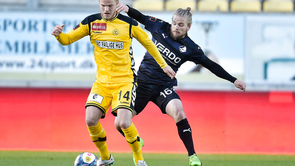 AC Horsens - Randers FC , Alka Superliga. FC Horsens Jonas Gemmer(tv) forsøger at slippe fra Kasper Fisker (th)(Foto: Henning Bagger/Scanpix 2017)