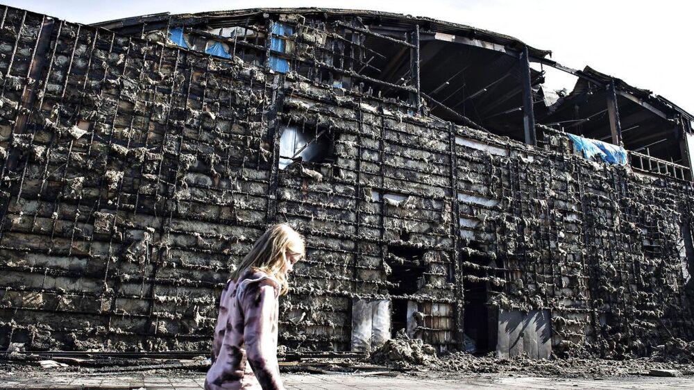 Skaderne efter branden i Gigantium i Aalborg, torsdag den 6. juli 2017. Branden opstod onsdag og har blandt andet ødelagt den sydlige del af håndboldhallen.. (Foto: Henning Bagger/Scanpix 2017)