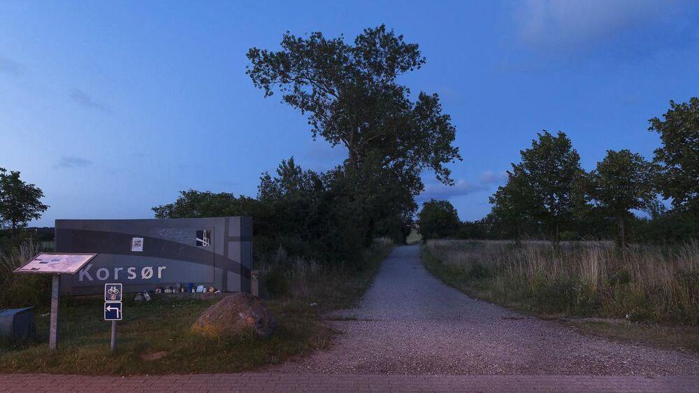 Kodakstien, som Emilie menes at være gået nedad, fotograferet tidlig morgen omkring kl. 04.00 et år efter, hun forsvandt.