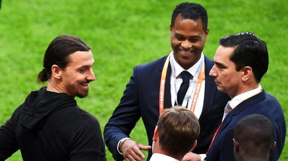 Patrick Kluivert, der her står med Zlatan Ibrahimovic, har givet sine gode fodboldgener videre.