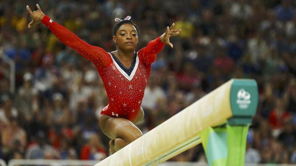 At springe på balancebommen er et mindre problem for Simone Biles. Det var værre, da hun skulle have fjernet visdomstænder.