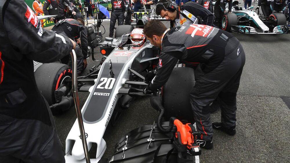 Kevin Magnussens racer stod mere stille end den kørte ved fredagens træning i Ungarn.