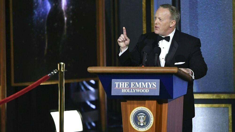Trumps tidligere talsmand, Sean Spicer, vakte opsigt til årets Emmy-prisuddeling med en parodi på sig selv.