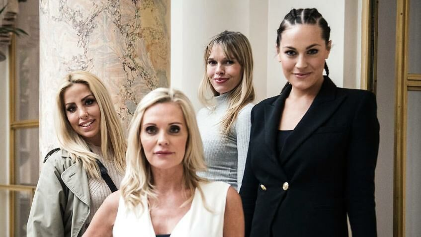 Sarah Louise Christiansen (bagerst tv.) sammen med Janni Ree, Gunnvør Dalsgaard og Amalie Szigethy fra TV3-programmet 'Forsidefruer'.