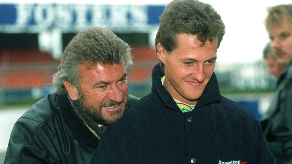 Michael Schumacher og hans tidligere manager Willi Weber på Silverstone-banen i 1992