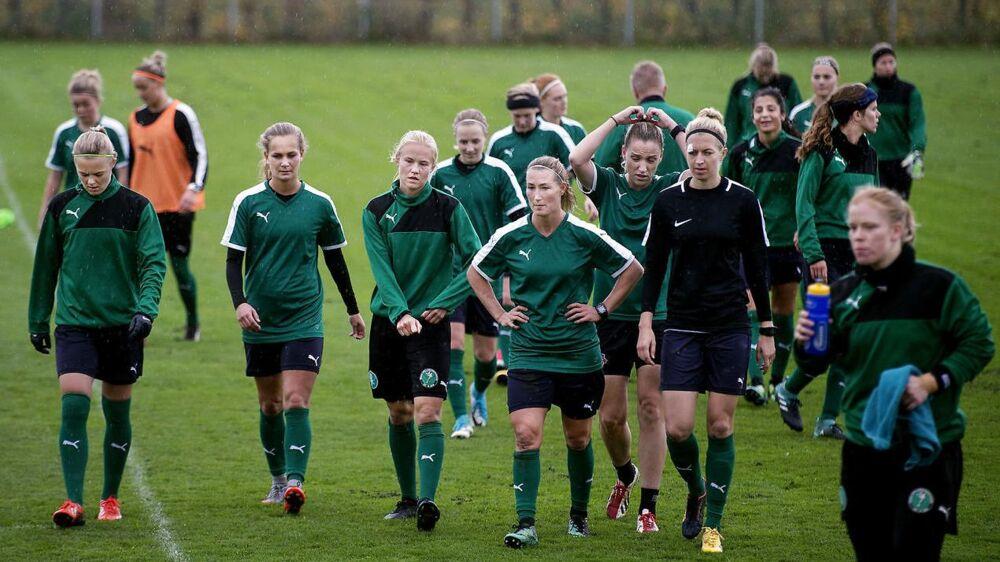 Kvindelandsholdet i fodbold efter træning Dragør onsdag d. 18 oktober.