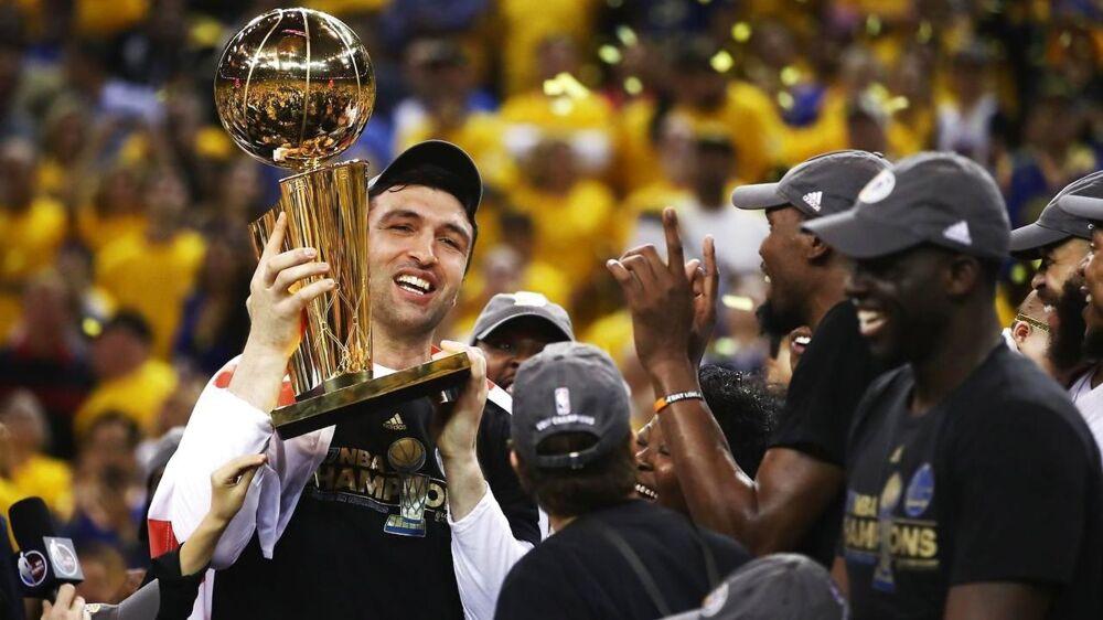 Golden State Warriors' superstjerner er igen storfavoritter til titlen i den nye NBA-sæson, der netop er blevet skudt i gang.