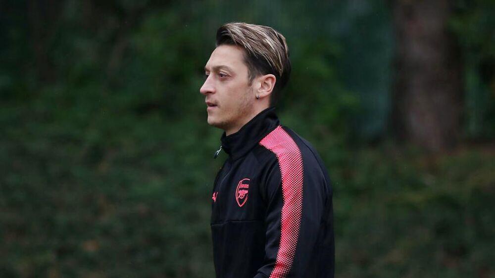 Mesut Özil i Arsenal-trøjen
