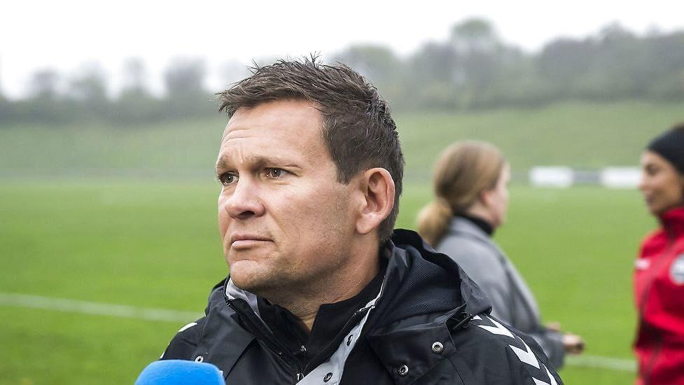 Søren Randa-Boldt er landstræner for Danmark. Hvis Danmark som ventet taberdømmes i den aflyste kamp mod Sverige, har de danske kvinder lang vej til VM, siger han.
