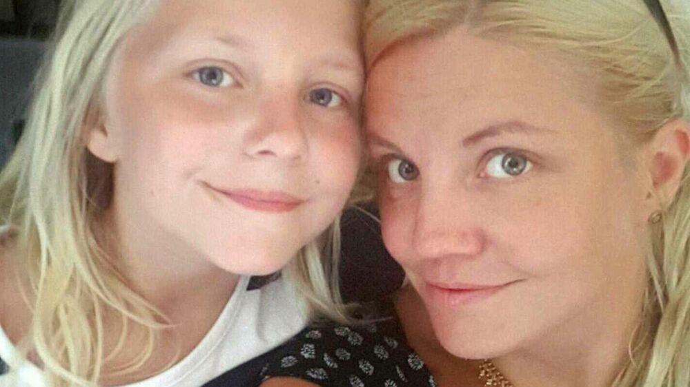 10-årige Marion (tv) sammen med sin mor Nathalie Christine Vamos.