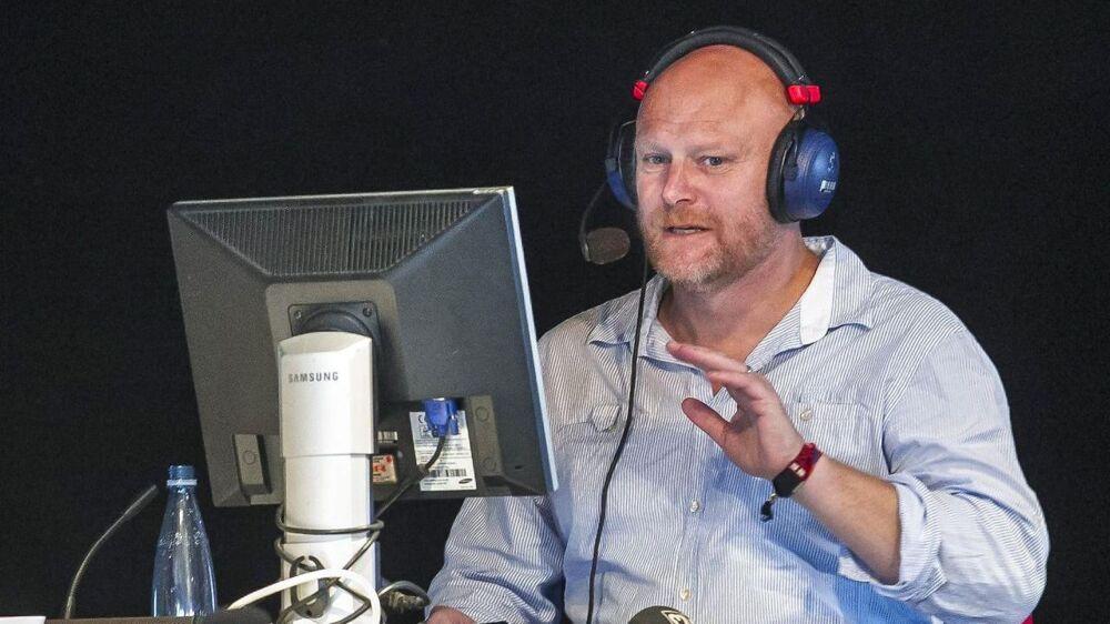 Mads Steffensen er vært på det populære radioprogram 'Mads og Monopolet'.