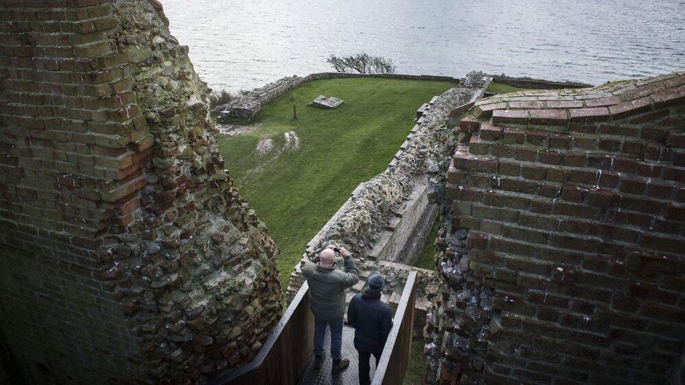 Slotskroen ligger lige ved den historiske Kalø Slotsruin