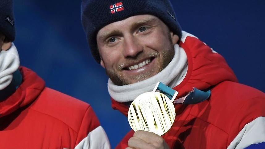 Martin Johnsrud Sundby har vundet to guldmedaljer ved dette OL. Her er den ene.