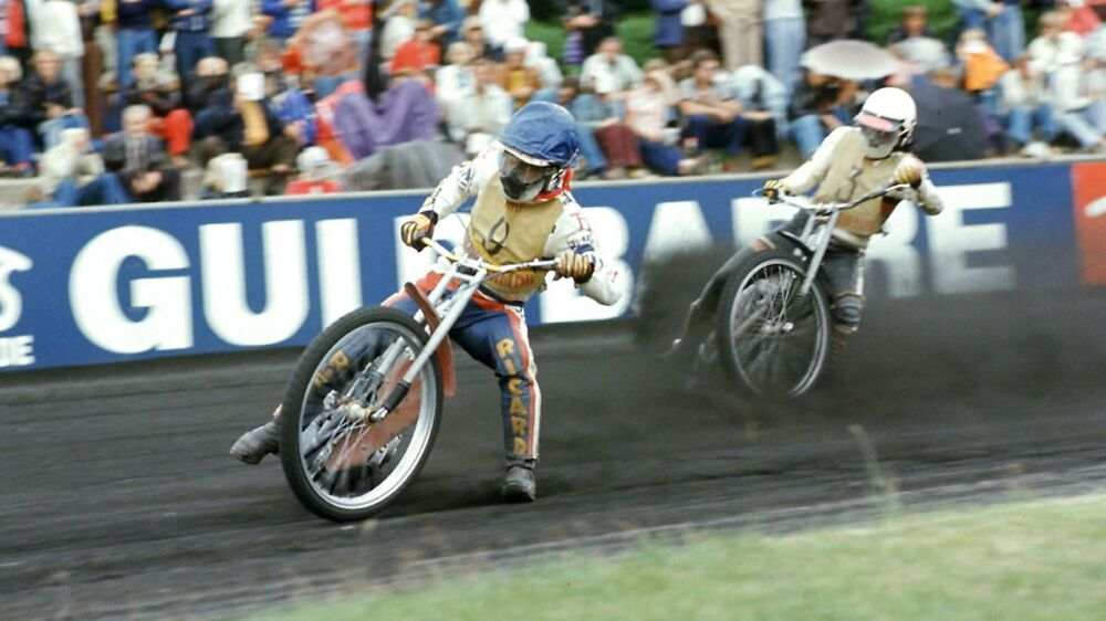 Ivan Mauger i spidsen for et heat til Toms Guldbarreloeb på Selskovbanen i Hillerød i juni 1977. Mogens Ladegaard/NORDFOTO
