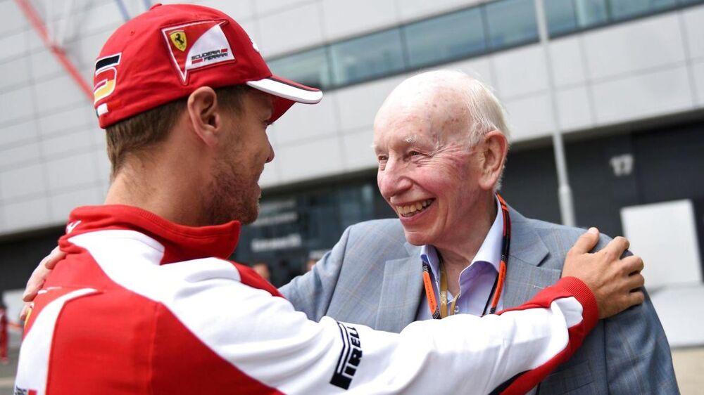 Motorsportslegenden John Surtees er død i en alder af 83. Til venstre ses den nuværende Ferrari-kører, Sebastian Vettel.