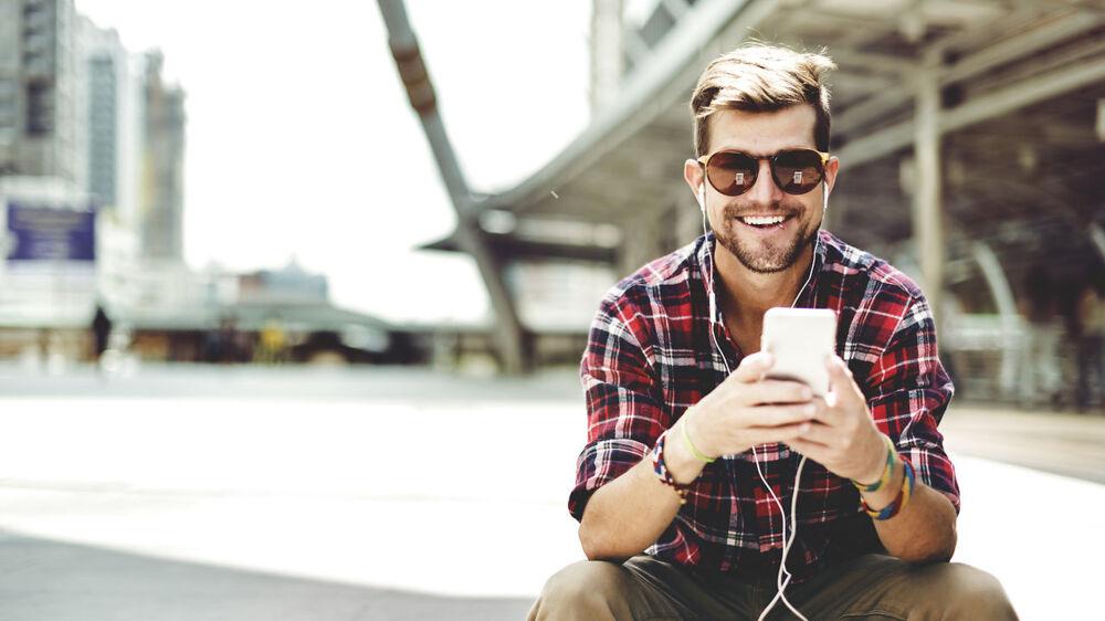 Hvis man kun har brug for det rå mobilabonnemenet med tale, sms/mms og data, vil langt de fleste kunne klare sig med et abonnement til under 100 kroner om måneden.