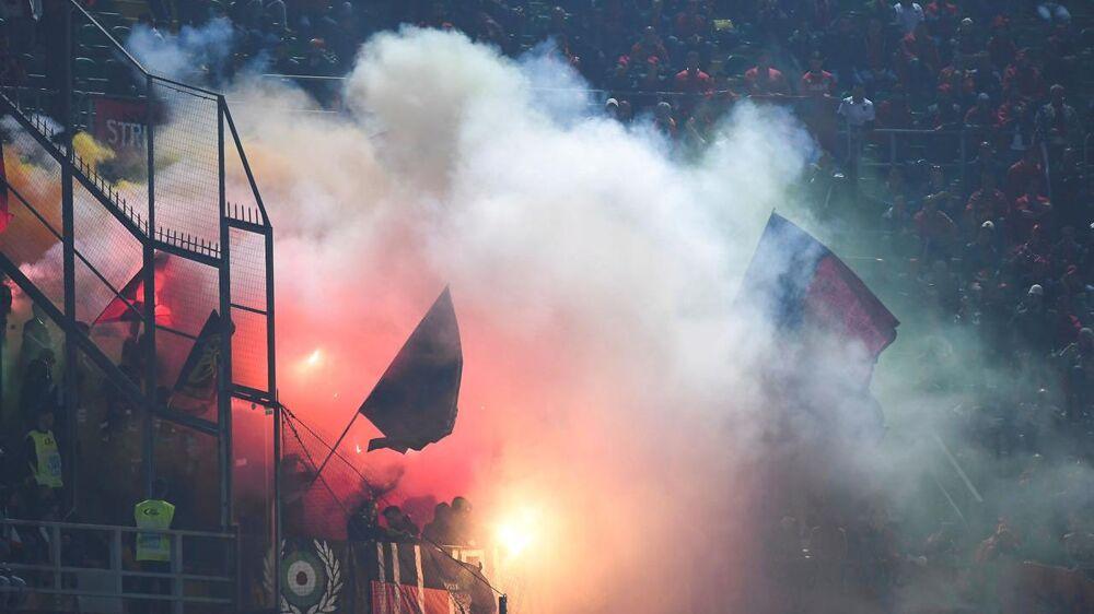 Der var megen røg fra de albanske fans i kampen mod Italien i Palermo.