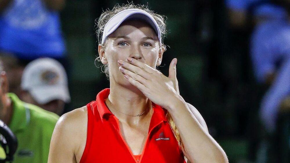 Caroline Wozniacki kyssede til publikum efter sejren over tjekkiske Lucie Safarova i kvartfinalen i den store turnering Miami Open.