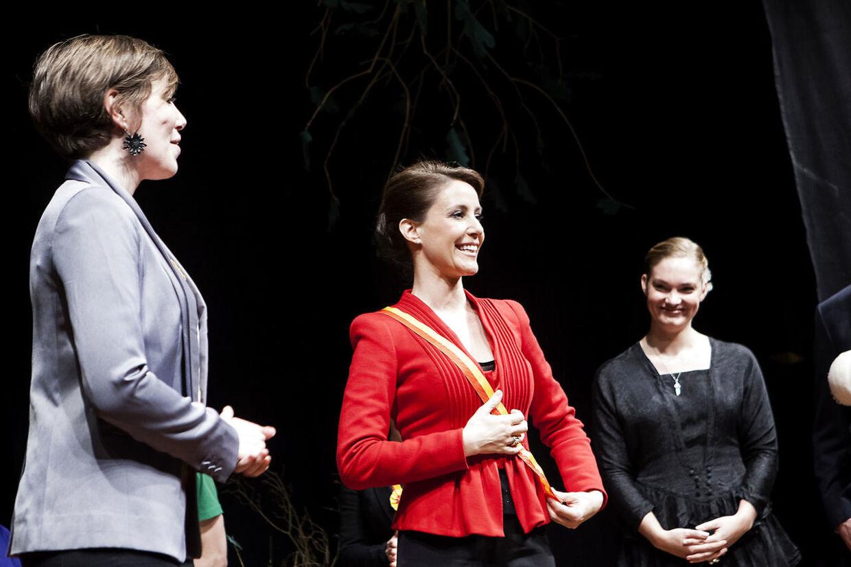 Her bliver prinsesse Marie bliver optaget som skuespiller i Kongelig Mayestaits Acteurs efter at have medvirket i Studenterrevyen i Grøndal Centret i København. Marts 2013.