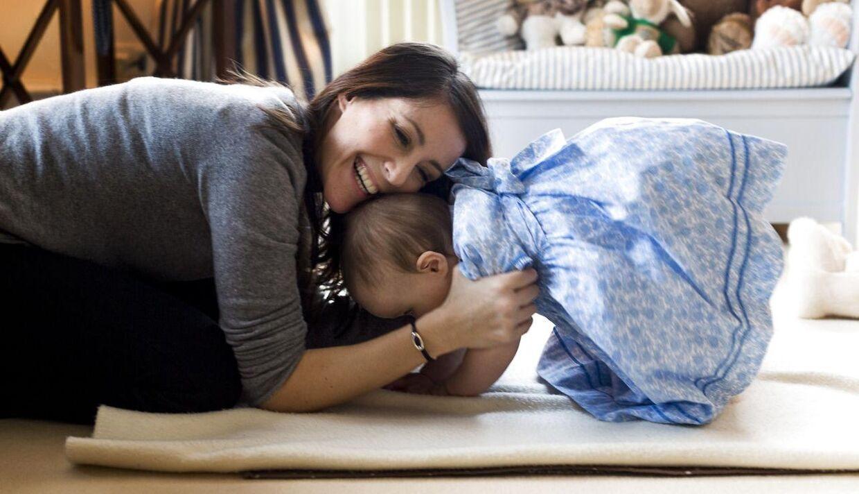 I anledning af Prinsesse Athenas et års fødselsdag den 24.januar 2013 har fotografen fanget mor og datter i en kærlig stund.