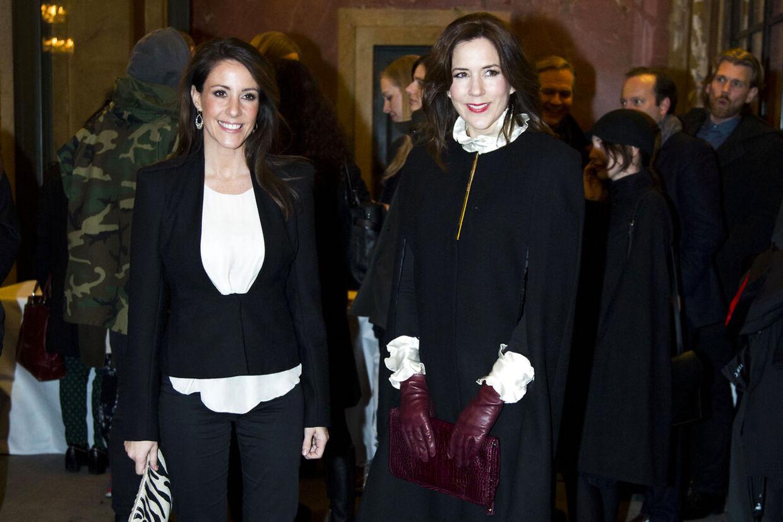 Her ankommer Prinsesse Marie og Kronprinsesse Mary stilfuldt klædt til Malene Birgers 10 års jubilæumsshow på Det Kongelige Teater den 31.01. 2013.