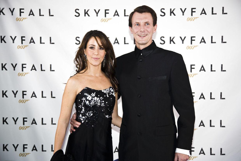 Her ankommer prinsesse Marie og prins Joachim til premiereaftenen på James Bond-filmen 'Skyfall'.