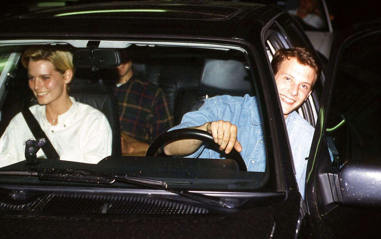 Prins Joachim og Iben Detlefs følges til en fest hos kronprins Frederik og Holger Foss. (Arkivfoto, juni 1991)