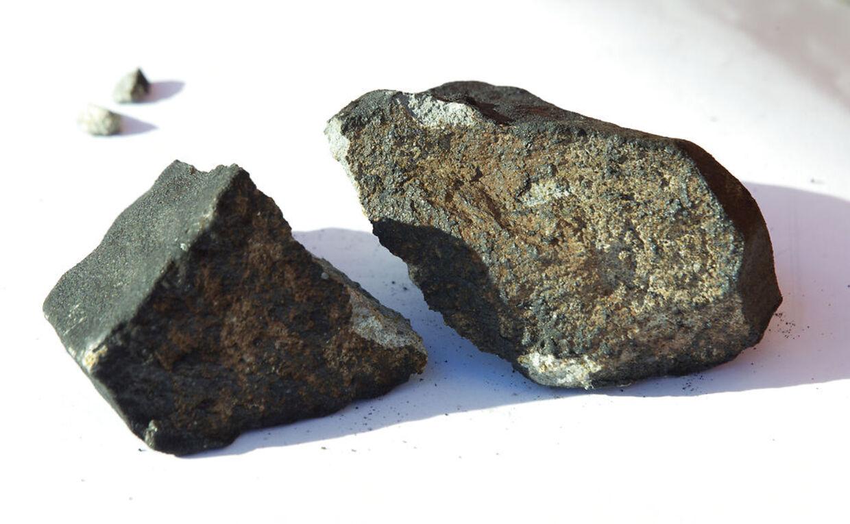 En familie fra Ejby har fundet et stykke af meteoren, der lørdag aften fløj over Danmark. Fundet er sket ved Ejby ved Glostrup på Sjælland. Meteoren på billedet er fundet i Oslo i 2012, og er ikke den omtalte fra Ejby.