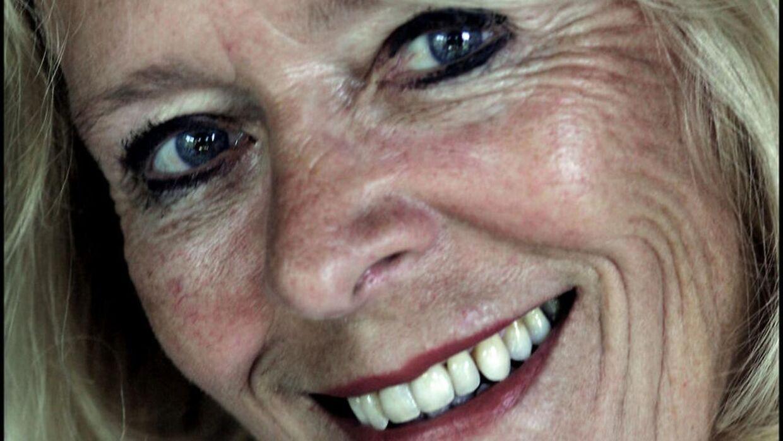 Birte Tove fik nærmest kultsatus i 70'erne for sin medvirken i den halvpornografiske sengekantsfilm. Hun sov stille ind lørdag efter længere tids sygdom. Hun kæmpede i mange år med sclerose.