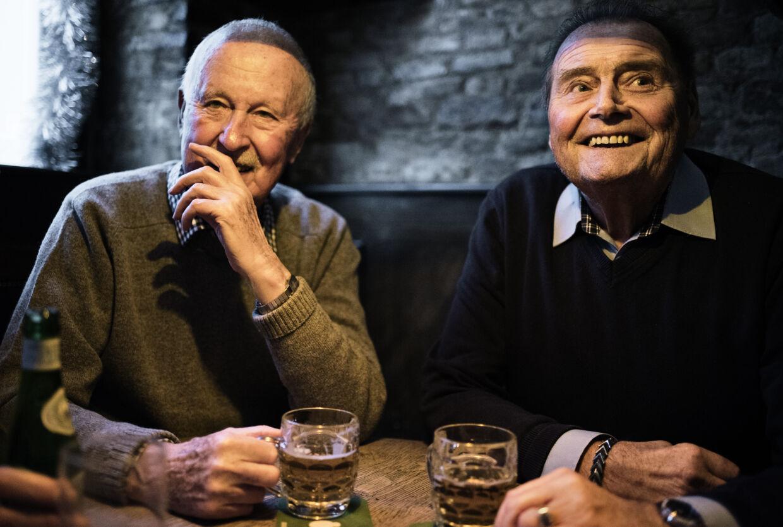 Palle Nielsen, 84, og Bent Ude, 82, har i snart en menneskealder været tiltrukket af den særlige stemning på Centralhjørnet.