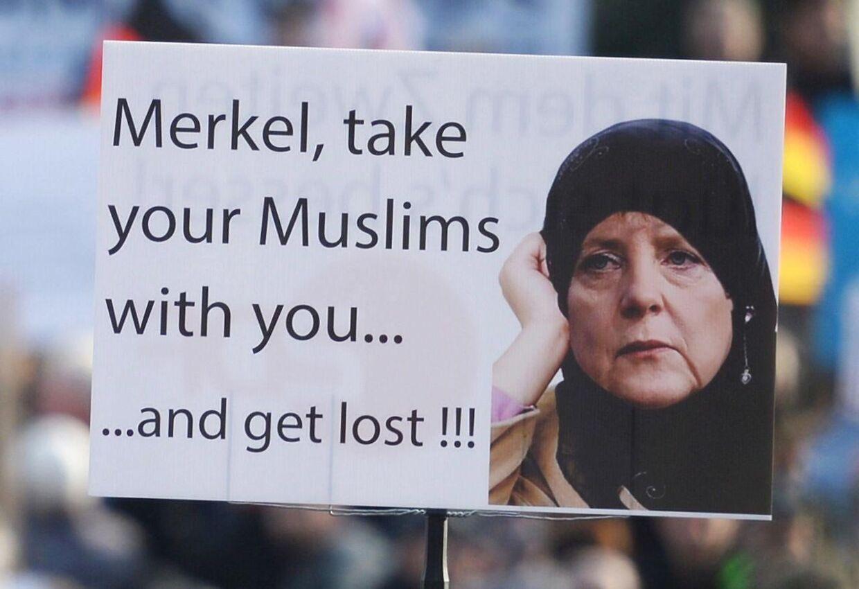 Europæere med skepsis eller frygt for indvandring og islam har lørdag været på gaden i protest i byer i både Tyskland, Tjekkiet, Holland - og Danmark. EPA/HENDRIK SCHMIDT