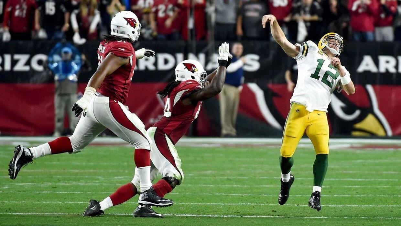 Aaron Rodgers sender sin aflevering afsted til sidst i kampen mod Arizona Cardinals.