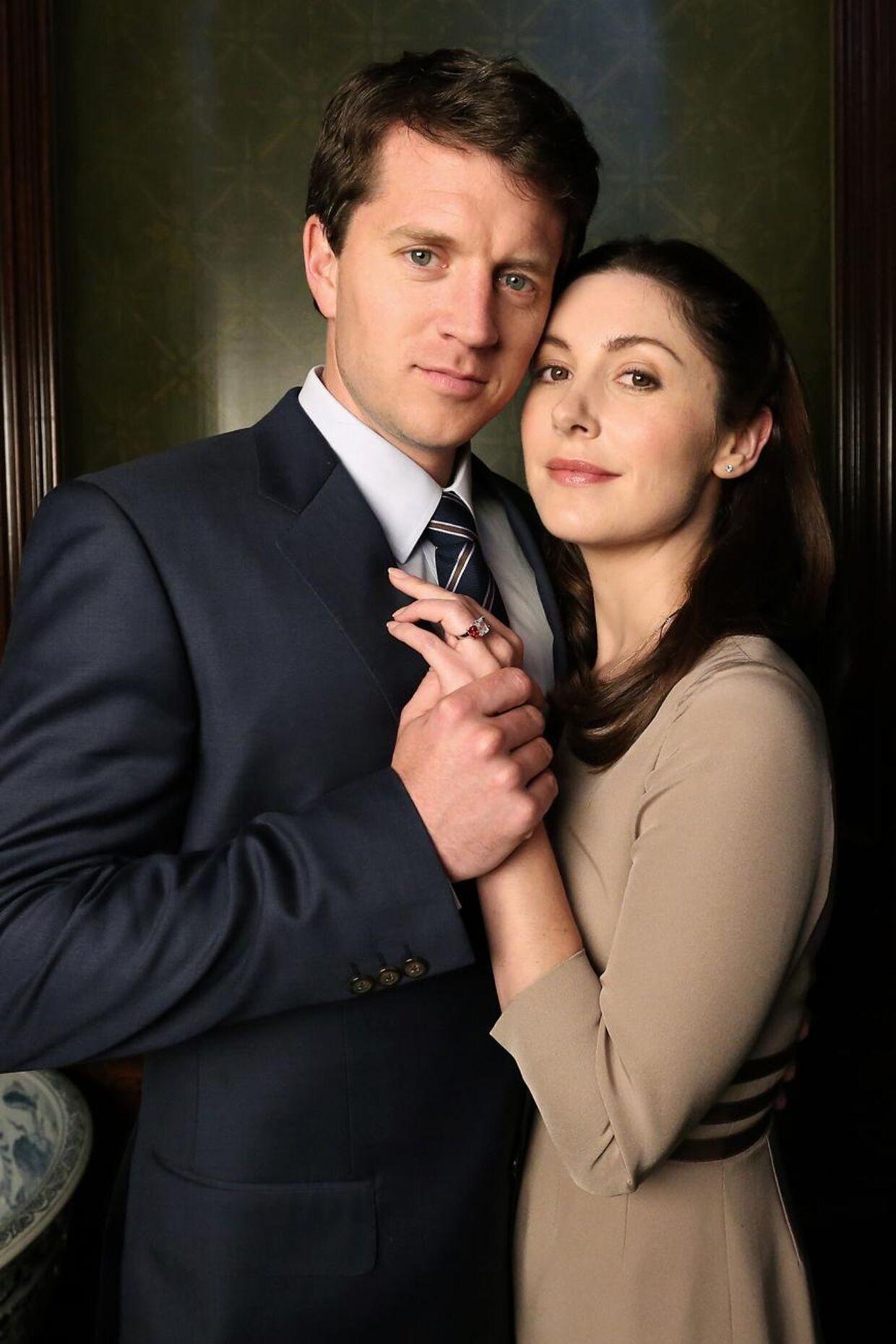 Her ses Ryan O'Kane og Emma Hamilton, der spiller kronprinseparret.
