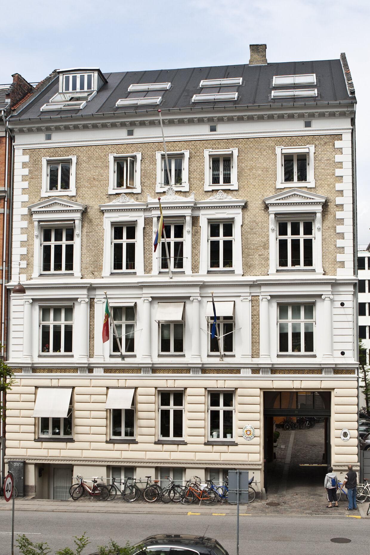 KLIK FOR AT FORSTØRRE: Toldbodgade 31, som ikke ligger langt fra dronning Margrethe og kronprins Ferderiks hjem på Amalienborg, hører også til i Bent Fabricius-Bjerres ejendomskartotek. Foto: Bjarke Bo Poulsen.