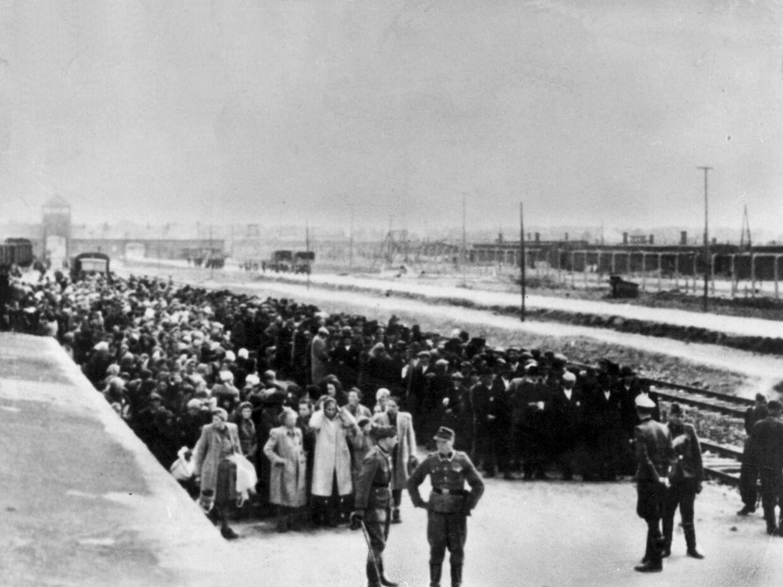 På dødslejrens ankomstrampe, hvor togene med fanger læssede sin grusomme last af, gjorde den dengang 21-årige SS-mand tjeneste. Foto:  Epa