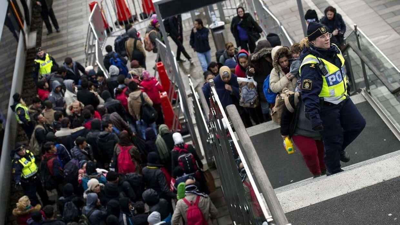 Arkivbillede. Malmø kommune kritiseres stærkt for at lade mindreårige asylansøgere - herunder flere gravide 16-årige - bo med deres voksne ægtefæller. Men selvom det er forbudt i Sverige at gifte sig med børn i, er praksissen tilladt, siger jurist.
