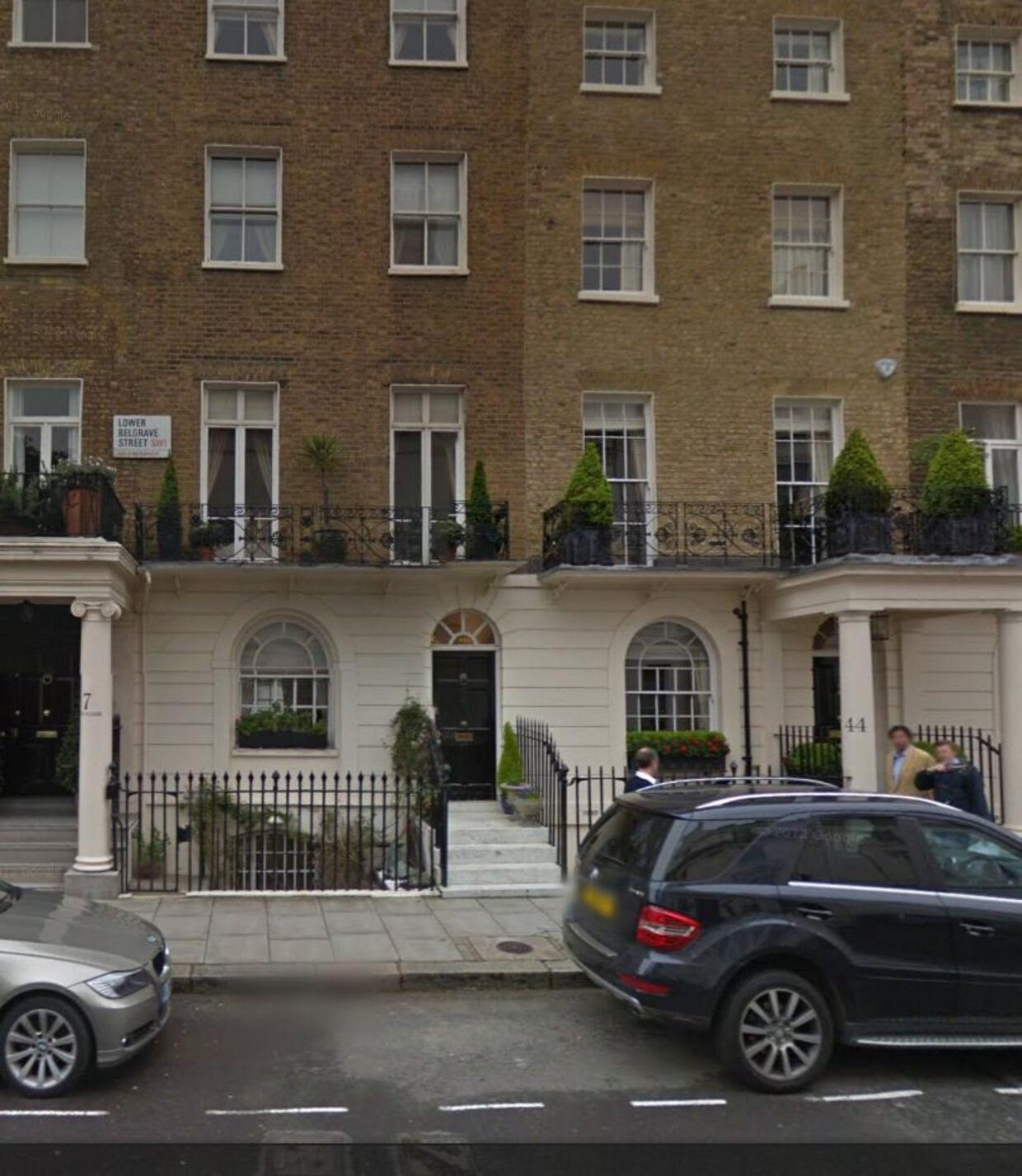 Det var i dette seks-etagers hus i Londons eksklusive ambassadekvarter, at mordet fandt sted i kælderetagen. Foto: Google maps