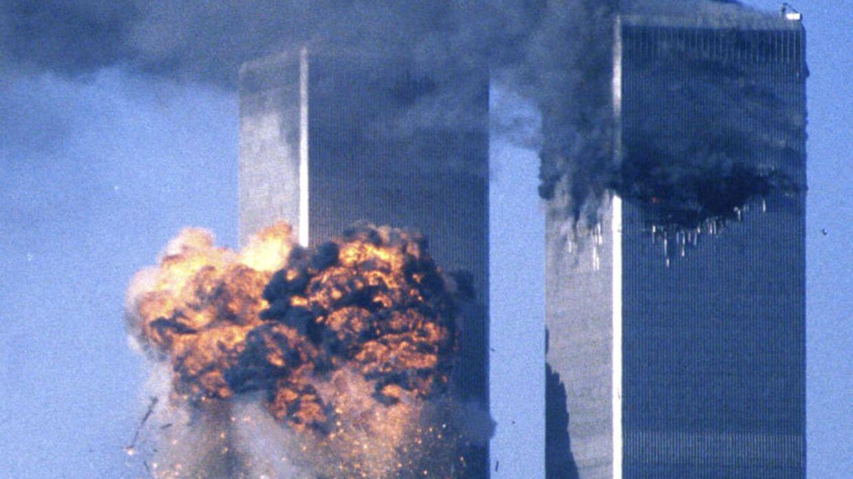 Her ses World Trade Center i New york, da det blev ramt af et af de kaprede fly 11. september 2001.