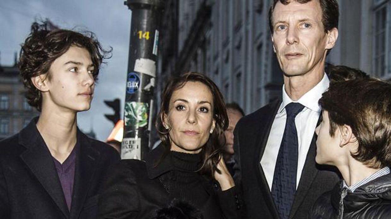 Det var en tydeligt berørt prinsesse Marie, der sammen resten af familien var mødt frem ved den franske ambassade lørdag.