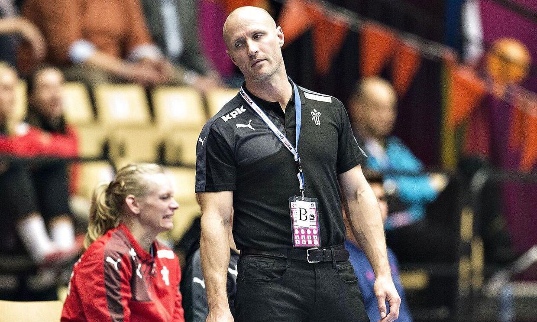 Storsponsoren for Nykøbing Falster Håndbold, Scandlines, er særdeles utilfreds med, at landstræner Klavs Bruun Jørgensen har sat Mette Gravholt af landsholdet.