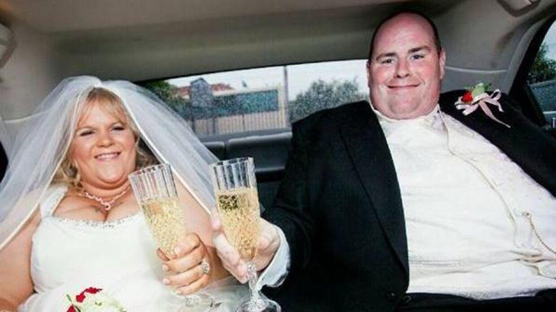 Her ses bryllupsbilledet, der fik dem til at smide de mange kg.